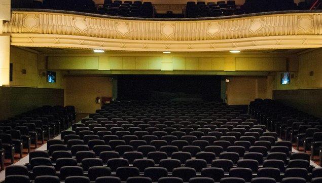 imagen de Vuelve el teatro mientras el gobierno descarta para este año habilitar fiestas y casamientos con más de 100 personas