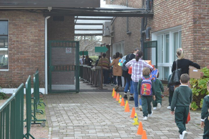imagen de Se multiplican las consultas de familias argentinas para inscribir a sus hijos en colegios privados de Montevideo y Punta del Este