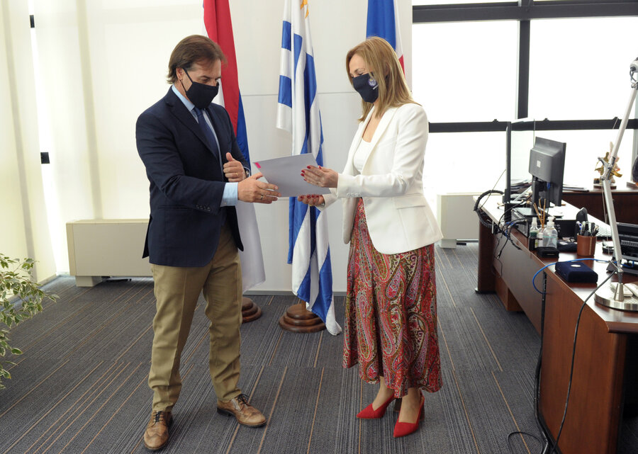 imagen de Embajadora que se reunió con Lacalle Pou dio positivo por Covid-19 y parte de la Cancillería está en cuarentena