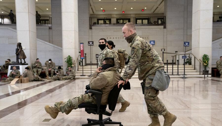 """imagen de La violencia inédita empleada en el Capitolio refleja que la """"idea de lo que debe ser"""" Estados Unidos """"ya no funciona"""""""