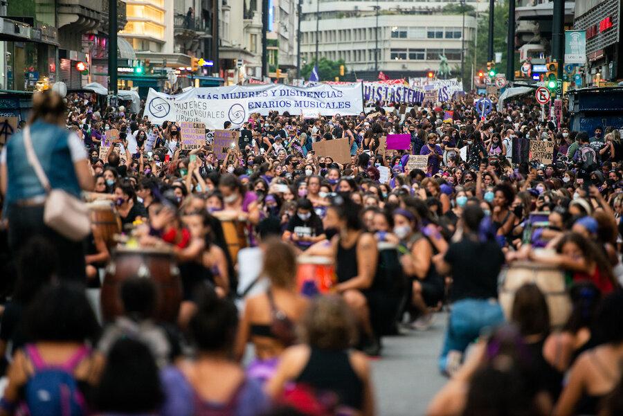 imagen de Covid no impidió marcha de miles de mujeres