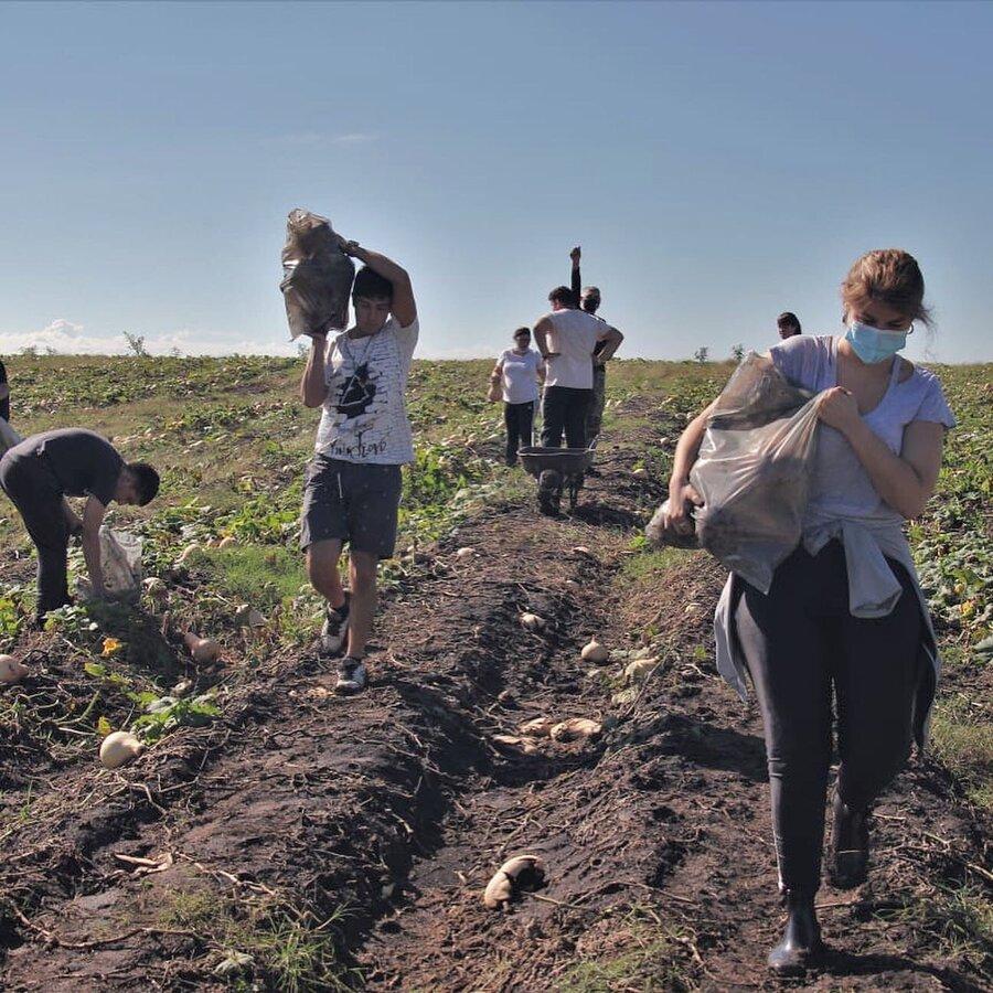 """imagen de Juventudes cabildantes organizan actividades de """"impacto"""" social entre los """"más necesitados"""" coordinadas por un coronel retirado"""