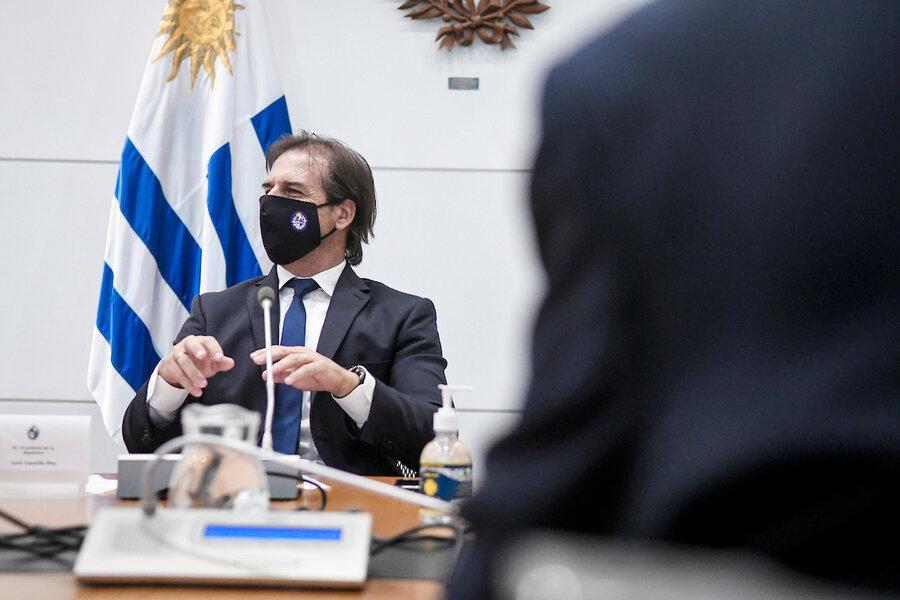imagen de Lacalle Pou analiza el planteo de Sanguinetti de reunir a líderes ante la crisis por Covid-19