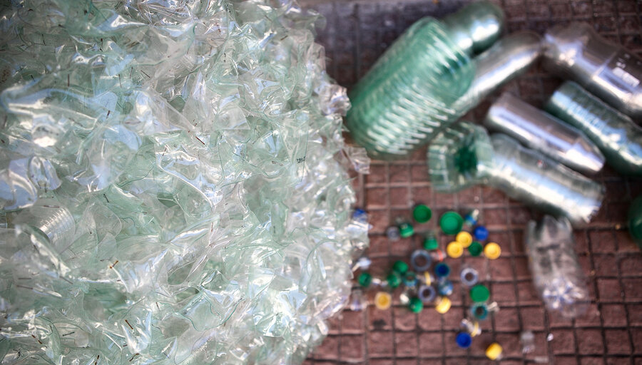 """imagen de Investigadores incentivan a la industria a usar biomasa para elaborar plástico y residuos más """"amigables"""" con el ambiente"""