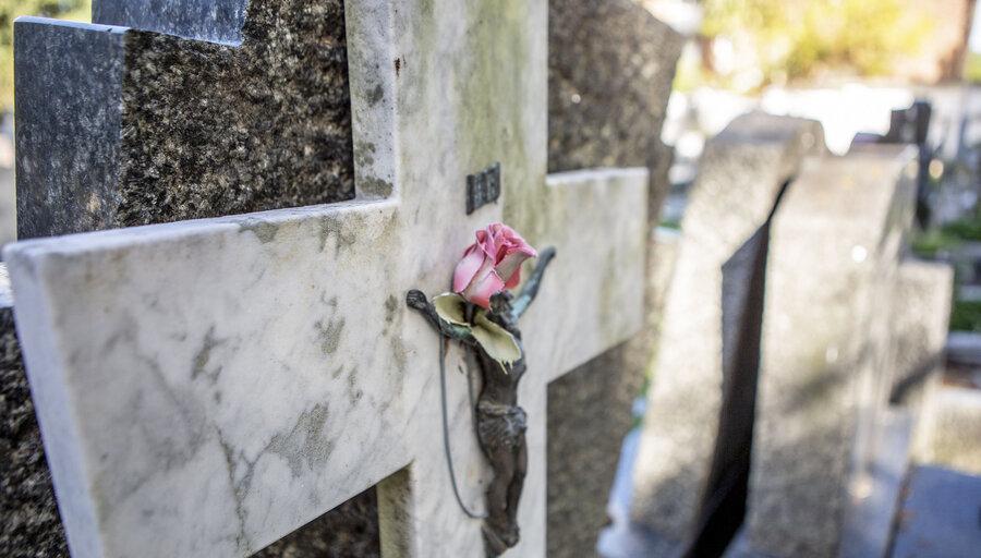 Morir en tiempos de Covid-19: la soledad hasta el final de los días