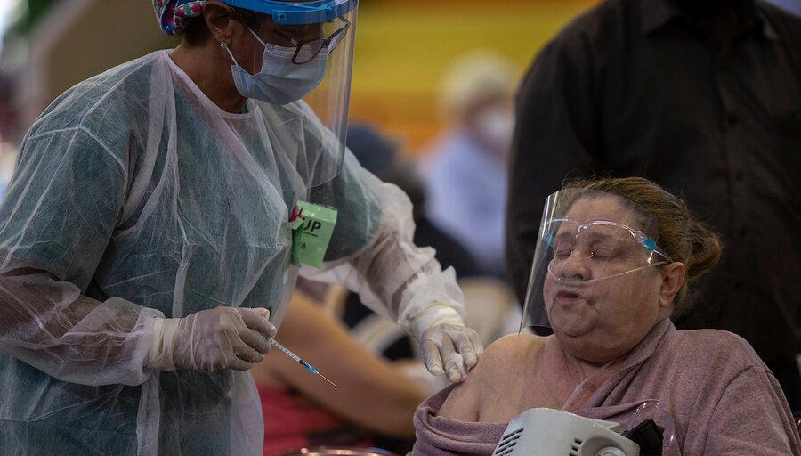 El gobierno analiza aplicar una tercera dosis con otra vacuna, ante dudas por Sinovac