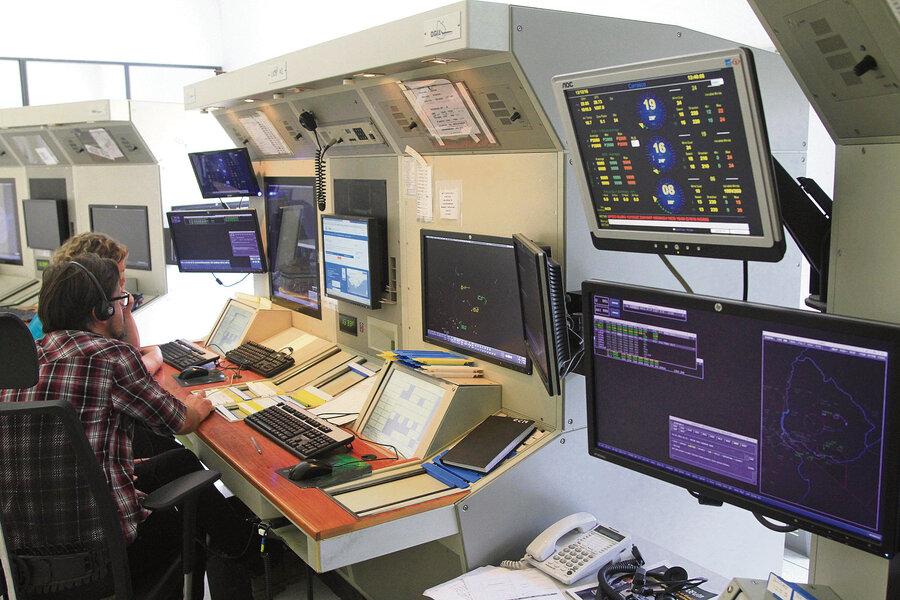 imagen de Mientras la infraestructura de control aéreo atraviesa situación crítica, el gobierno canceló una licitación para renovar equipos