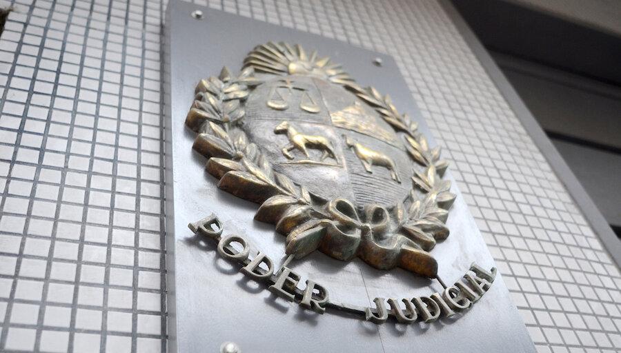 """Colegio de Abogados advierte que Uruguay vive un """"problema institucional sin precedentes"""" y cuestiona al presidente de la Corte por pretender """"limitar"""" las críticas"""